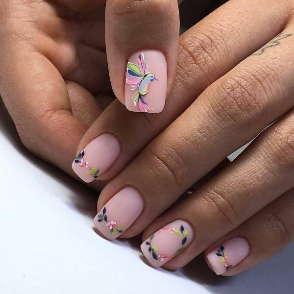 Нежный весенний маникюр в розовых оттенках: 12 модных фото-идей 2020