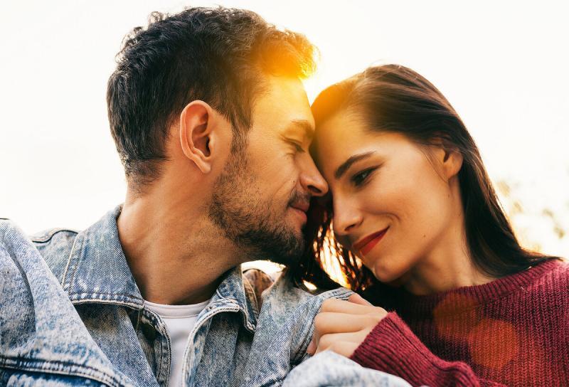 7 инстинктивных поступков мужчины, которыми он показывает любовь к своей женщине