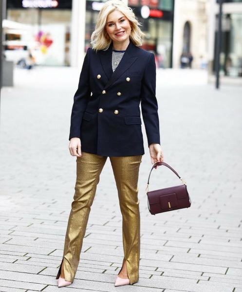 С чем носят самый модный пиджак 2020 года европейские женщины бальзаковского возраста