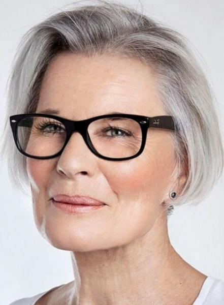 Стильные стрижки для зрелых женщин (и советы для красивой седины)