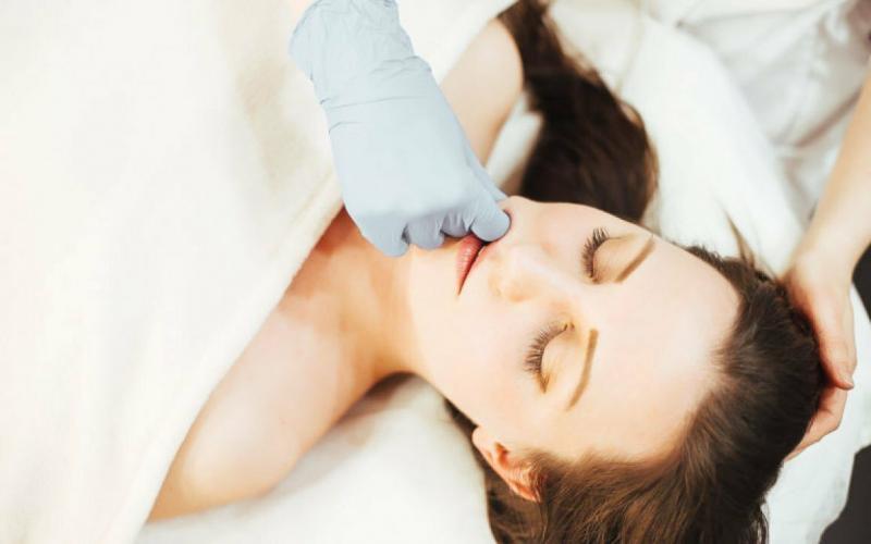 Буккальный массаж от складок на носогубке: помог мне разгладить морщины за неделю