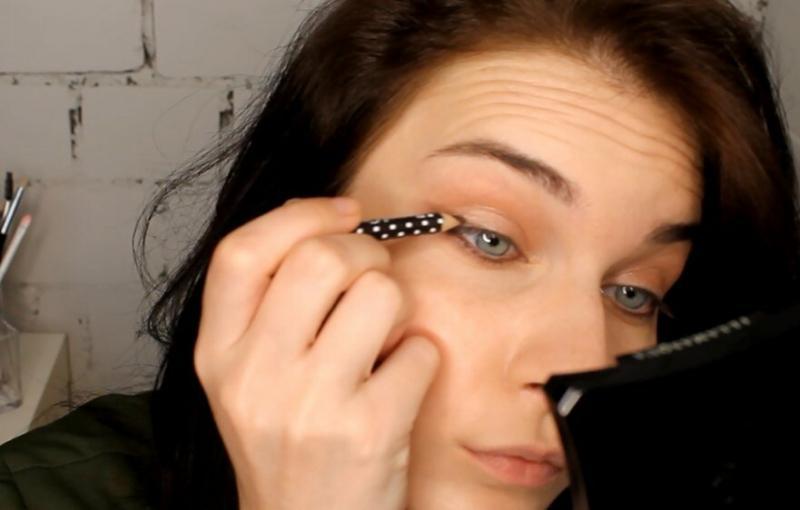 Делаем красивый вечерний макияж глаз недорогой палеткой теней