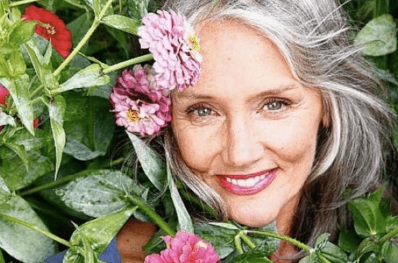 Маленькая премудрость, которая делает зрелую женщину в 60 лет более привлекательной и моложавой
