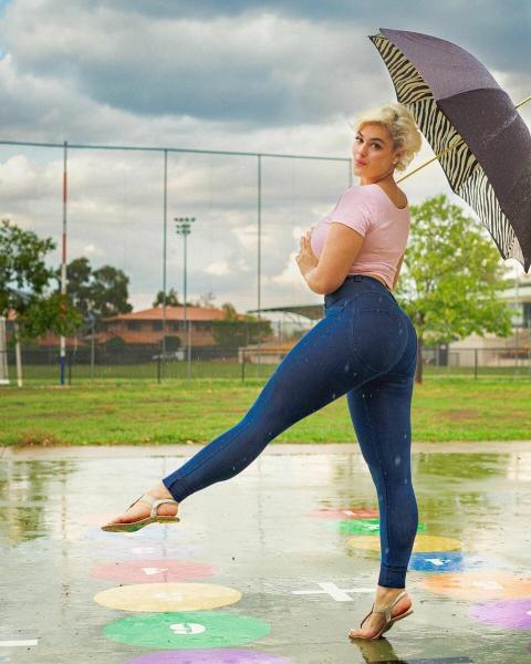 Пышная модель доказывает, что любая женщина может выглядеть привлекательно независимо от фигуры и веса