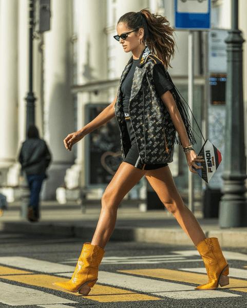 С чем носить сапоги-казаки летом? Стильные сочетания с ковбойскими сапогами в разных стилях одежды