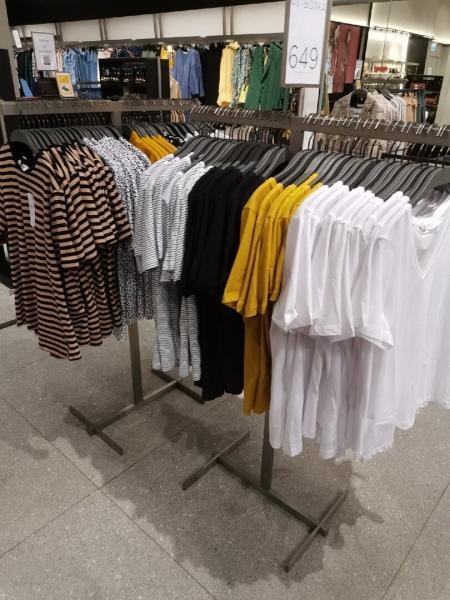 """В """"Mango"""" после двухмесячного перерыва межсезонная распродажа и завоз летней одежды"""