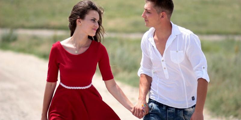 Что делать женщине, если мужчина на свидании хочет обниматься, целоваться, а она еще не готова