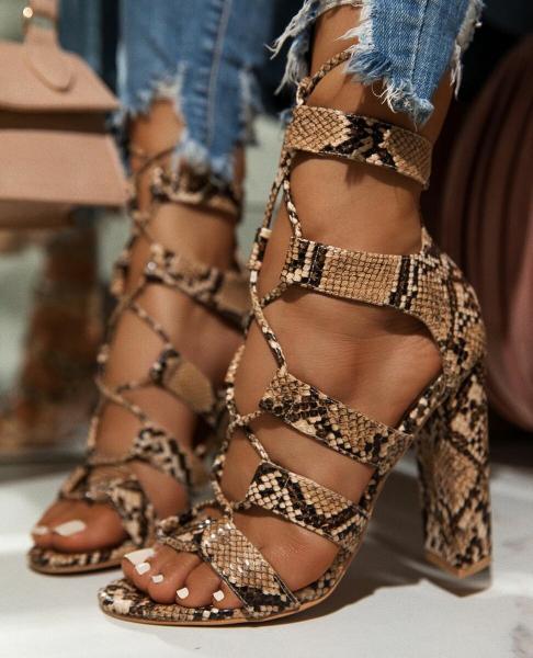 Удобная обувь для лета: 20 актуальных моделей сандалий