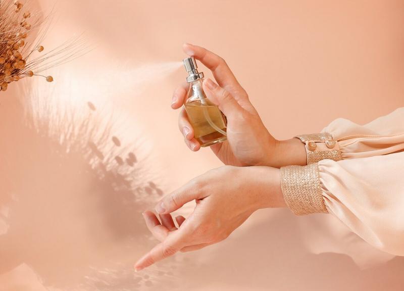 Без лишних пшиков: рассказываю, как деликатно продлить стойкость любимого аромата