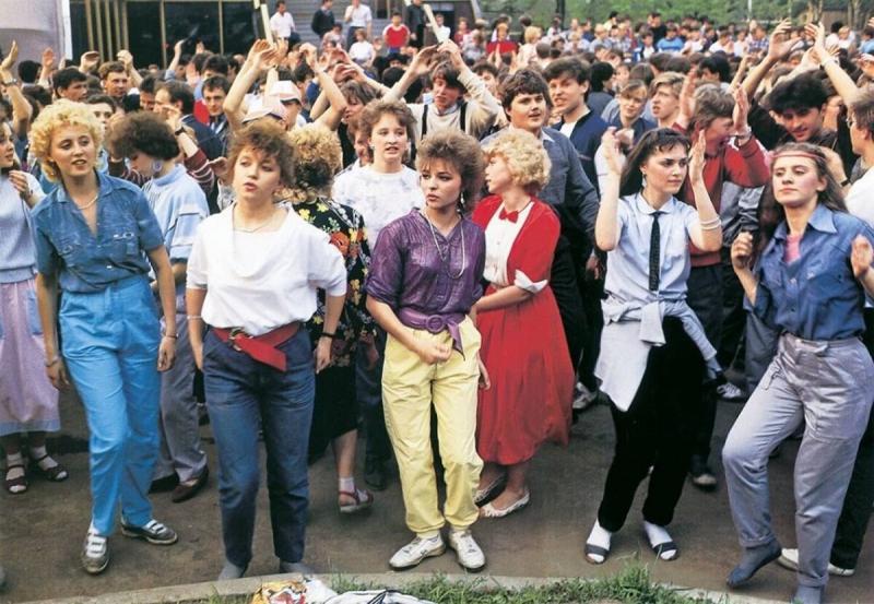 Самые модные и самые популярные вещи 90-х в России, ностальгируем