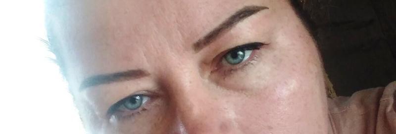 Сделала татуаж бровей, стрелки и губы в 50 лет, получилось даже хорошо показываю фото