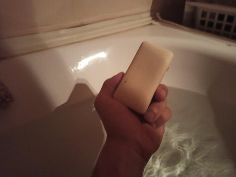 Шампунь заменил на мыло. 3 года мою голову мылом. Какая разница (мой опыт)