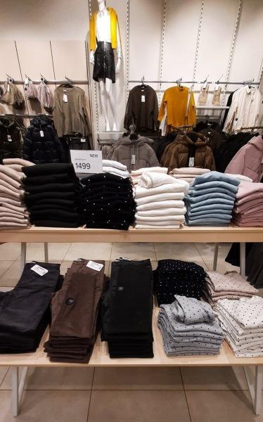 Зашла в OSTIN. Показываю какую зимнюю куртку можно там купить.А еще меня приятно удивил выбор одежды в стиле casual.