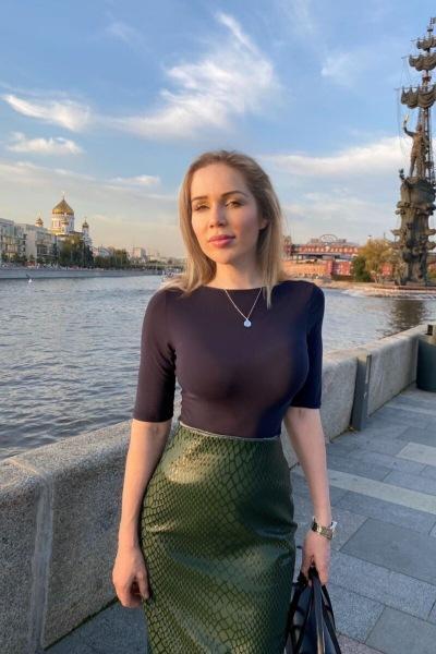 Честное мнение врача-косметолога: 4 ошибки, из-за которых женщины в России выглядят как бабули