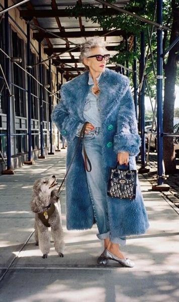 Эвелина Хромчеко назвала 4 вещи, которые стоит купить этой зимой женщинам 50+, чтобы быть в тренде