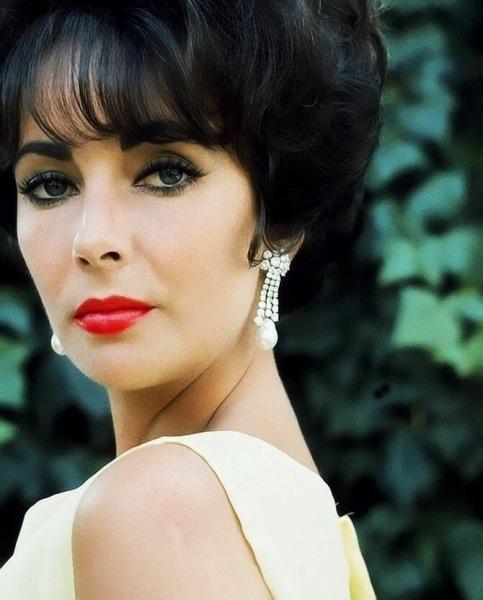 Оскаровские платья Элизабет Тейлор: бюджетный Dior или неприлично дорогая Edith Head