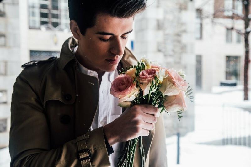Поведение влюбленного мужчины: 100% признаки выявления