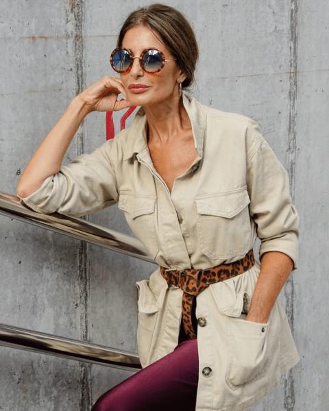 Простой и лаконичный стиль сафари – лучшее решение для женщин 50+