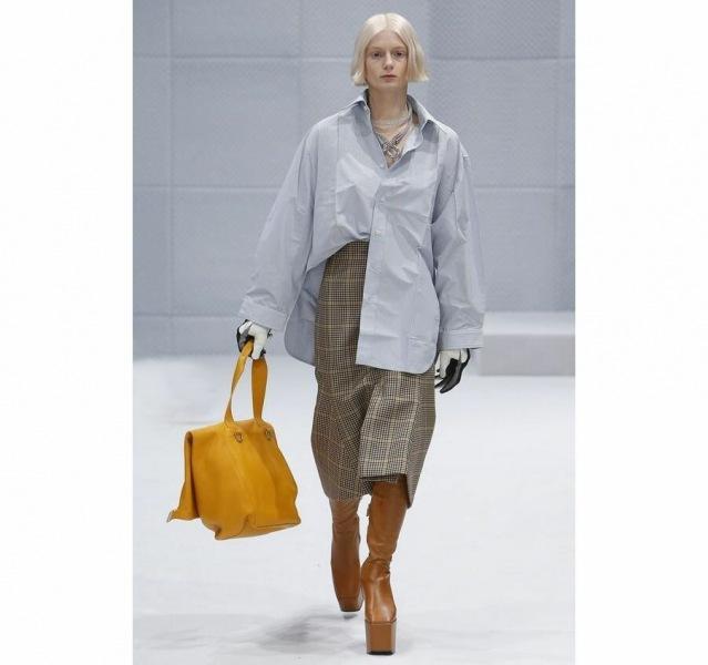 Самая модная рубашка 2021 — тренд, который, наконец, понравился русским женщинам. Почему же?