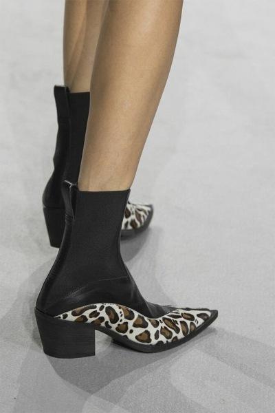 Золото, 90-е и модели 3D: самая модная обувь весна-лето 2021