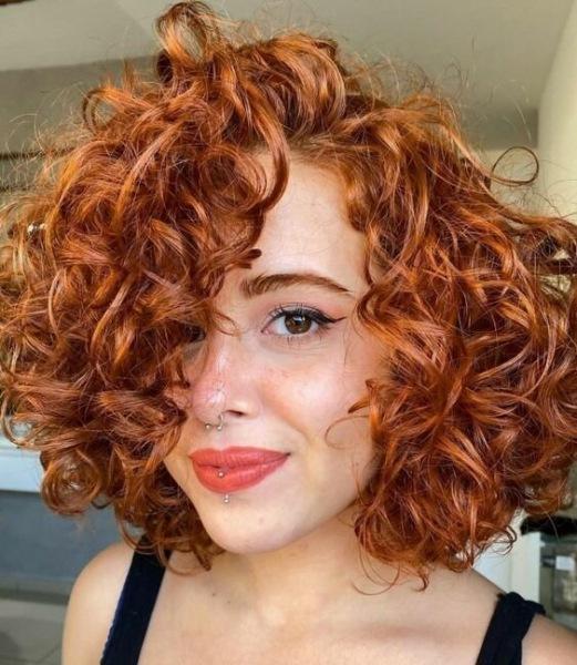 14 красивых способов укладки вьющихся волос для любого возраста