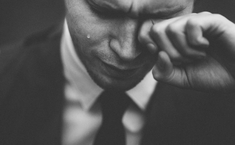 Что делать, если на вас давят эмоциями. Манипуляции в общении и приемы противодействия.