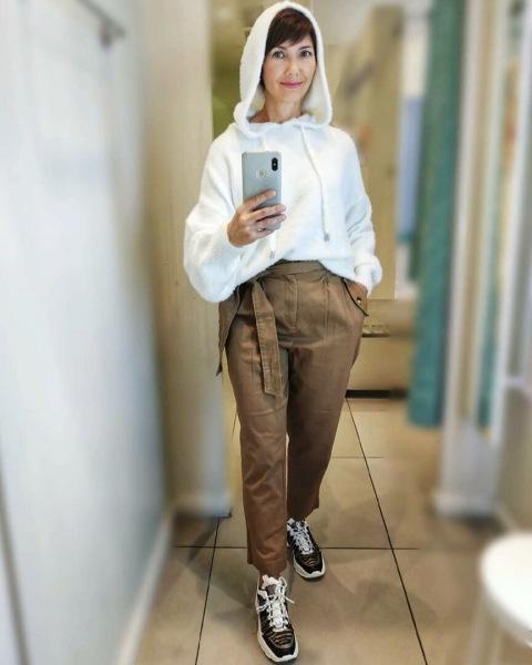 Уличная одежда: как носить худи и толстовки в 50+. Показываю на себе и на примере знаменитостей