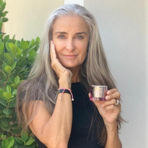 56-ти летняя модель, которая выглядит фантастически💔 дала 6 советов, как сохранить молодость