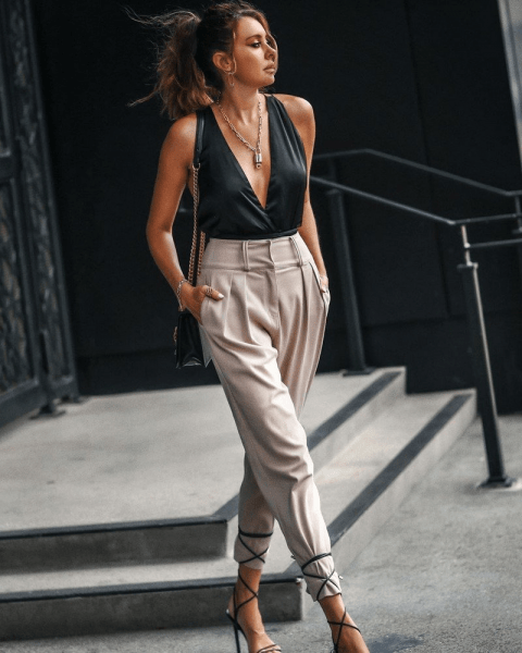 Модные брюки карго 2021-2022: с чем носить главный тренд сезона