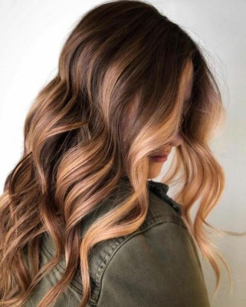 16 уникальных идей медово-русых волос на эту осень
