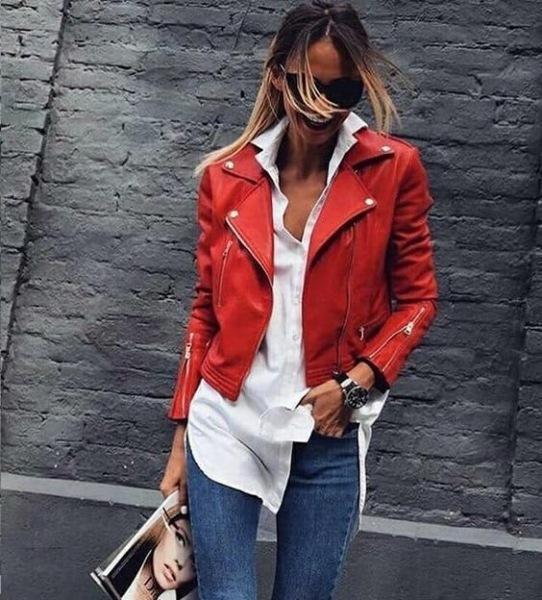 Красная куртка: 8 стильных идей, как носить брутальную косуху