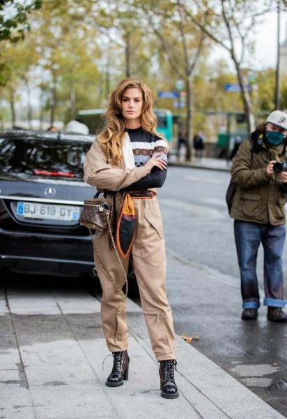 20 стильных образов с Парижской недели моды