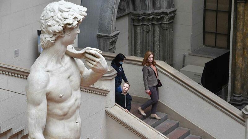 Молодым людям в возрасте от 14 до 22 лет посещать музеи и театры можно будет по госпрограмме: Пушкинская карта с лимитом 3000 р.