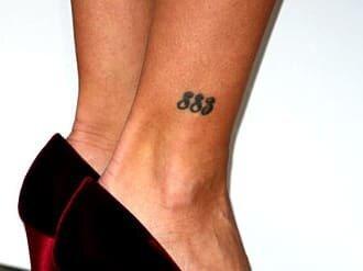 Нелепо и смешно? Самые странные татуировки звезд
