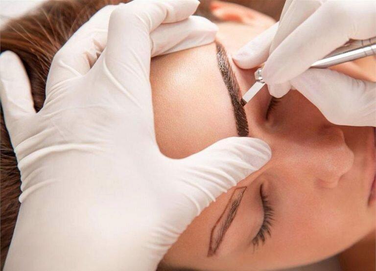 Ужасная правда о микроблейдинге бровей: что скрывают мастера перманентного макияжа